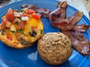 Omelet with fresh Salsa, bacon & bran muffin